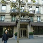 Royal Hotel Paris Champs Elysees resmi