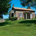 Maxwell Creek Inn Bed & Breakfast - Historic cobblestone