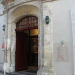 Entry to Hotel du Musee