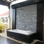additional bathtub for open air bath at balcony of premier deluxe room