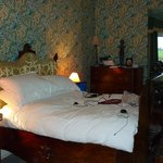 The giant double bed in the William Morris room