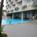 City Beach Resort resmi