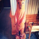 The little wooden bear welcoming you at the entrance of Mom's