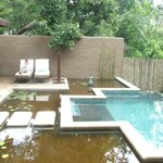 Private splashpool and courtyard