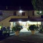 Locanda Il Boschetto at night