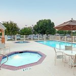 Фотография Holiday Inn Express Hotel & Suites DFW - Grapevine