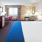 Photo de Holiday Inn Express Auburn-Touring Dr