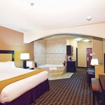 Holiday Inn Express Hotel & Suites Paris resmi