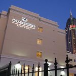 An all suite hotel in downtown Mobile with complimentary parking