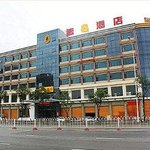 Welcome to Super 8 Hotel Fuzhou South Railway Station Square