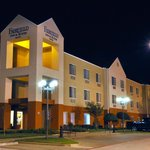 Fairfield Inn & Suites Arlington near Six Flags resmi