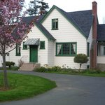 Cottage Pirouette Bed and Breakfast in April