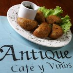 Antique Cafe y Vinos