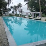 Swiming pool, overlook the indian ocean