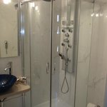 Power shower with hydrojets