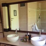 O Beach Villa Bathroom