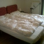 2 TWIN BEDS NO DBL BED