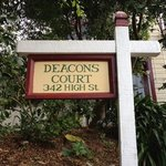 Photo de Deacons Court