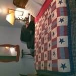 Cozy B&B within walking distance to all Downtown Ft Worth have to offer.