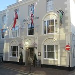 View of the front of the Fountain Inn in Cowes