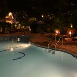 Photo de Tradewinds Apartment Hotel