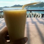 Good mango smoothies, but bad service