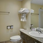 Фотография Lakeview Inn and Suites Okotoks