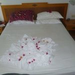 The flower our maid did on the bed !!