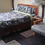 Coffee Barn Koa Queen Bed