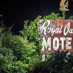 Royal Oaks Motel resmi