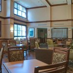 Hampton-Inn-and-Suites-North-Conway-Dining-Area
