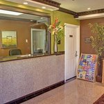 Americas Best Value Inn & Suites Granada Hills resmi