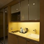 Saifi Suites: kitchenette