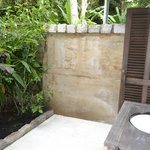 Bungalow's al fresco bathroom