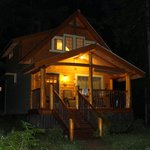 Robins Nest Cabin at night