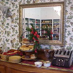 Continental breakfast served daily 8 am to 10 am