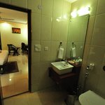 Bathroom, Sun Hotel, Agra, 29 Dec 2013