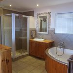 On-Suite Bathroom - Honeymoon Cottage