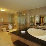 Platinum Room - Bathroom