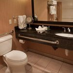Queen Oceanfront Suite with Accessible Tub