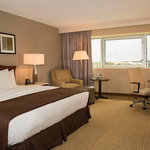 Deluxe King Guestroom features DoubleTree by Hilton Sweet Dreams Bedding Packages