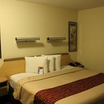 Rockford, Red Roof Inn, Room 103