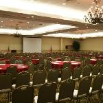 Foto van Ramada Forsyth Hotel and Conference Center