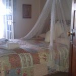 Beautiful room, comfty bed,opens onto verander