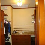 Walk In Closet 1 bdrm Canopy Suite