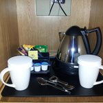 Single Deluxe Room 02 - tea making facilities!