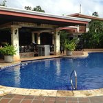swim up bar, pool and restuarant