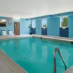 Foto de Days Inn and Suites Romeoville
