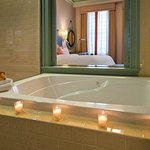 Deluxe King Guest Room Bath