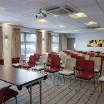 Flexible, modern conference rooms
